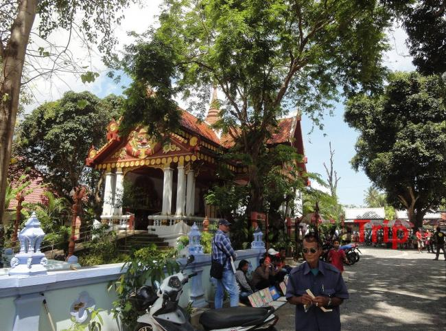 Храм Khun Aram на Самуи