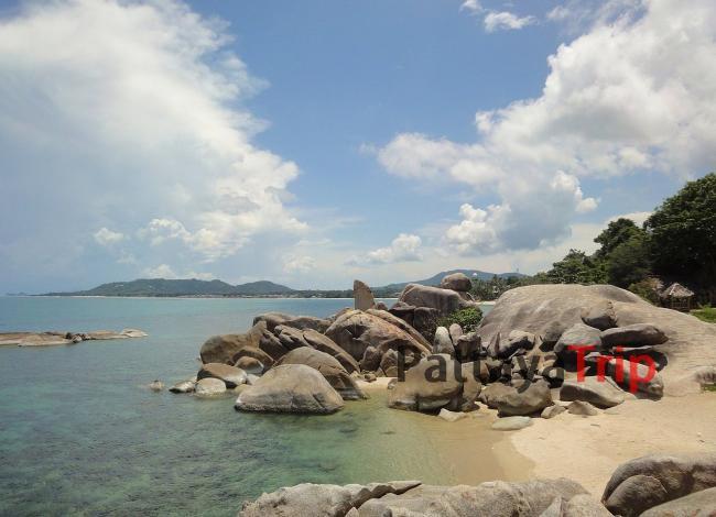Камни «Бабушка и Дедушка» рядом с пляжем