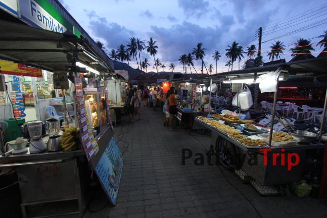 Рынок рядом с пляжем Ламай