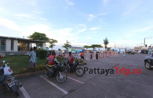 Территория пирса Raja Ferry