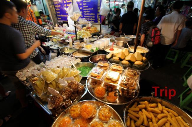 Еда с лотков на Каосане