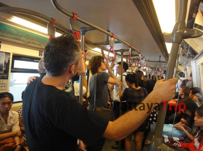 В вагоне наземного метро