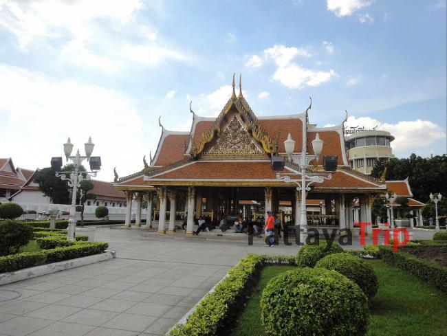 Храм Wat Ratchanatdaram в Бангкоке (Тайланд)