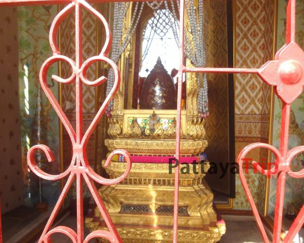 Храм Wat Ratchanatdaram
