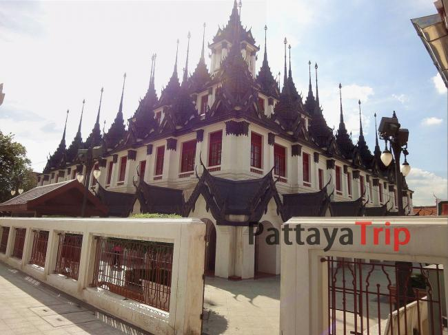 Главный храм Лоха Прасат