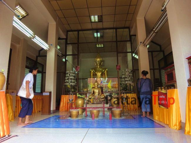 Статуя Будды в Ват Сакет
