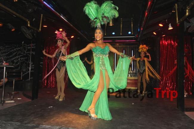 Шоу трансвеститов Queen's Cabaret
