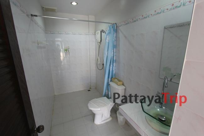 Ванная в номере с душем