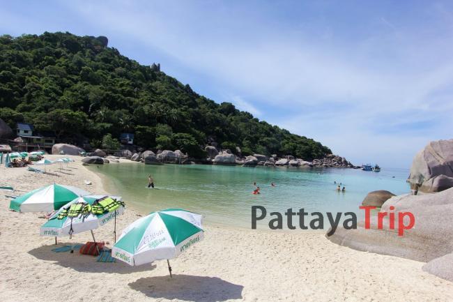 Koh Nang Yuan песчаная коса с зонтиками