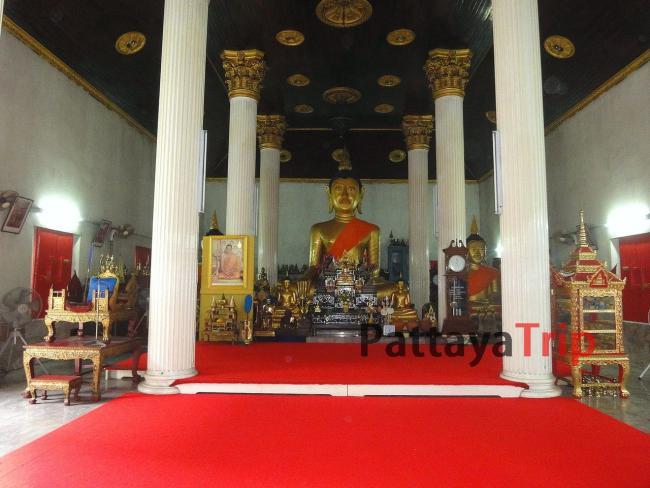 Сидящий будда в храме Wat Kajonrangsan на Пхукете
