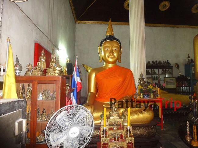 Сидящий Будда в храме Ват Кеджонрангсам на Пхукете