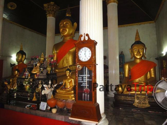 Сидящий Будда в храме на Пхукете