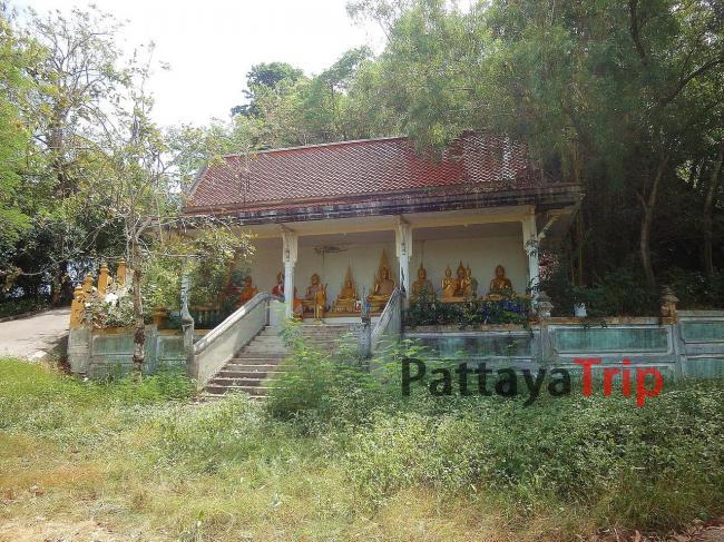 Wat Koh Siray окружен зеленью