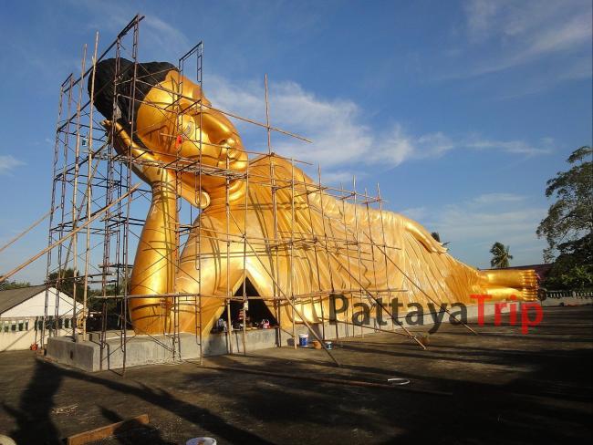Статуя Лежащего Будды в Wat Sri Sunthon