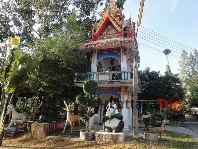 Колокольня на территории храма