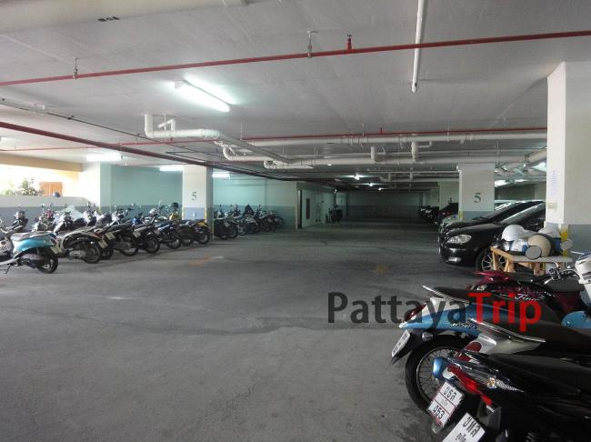 Парковка в Green Places Condominium на Пхукете