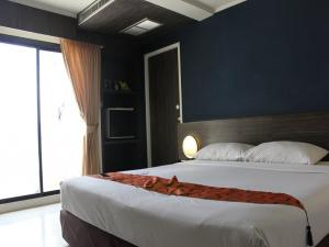 Двуспальная кровать White Palace Bangkok