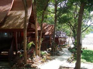 Koh Wai Beach Resort