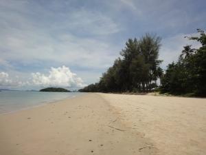 Пляж Klong Muang в Краби