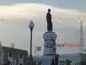 Статуя Тхао Суранари в Накхон Ратчасима