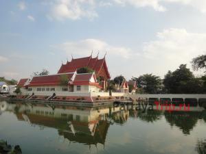 Храм Ват Пхра Нарай Махарат