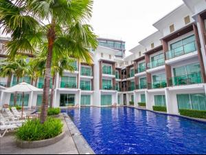 Бассейн в Prima Villa Hotel