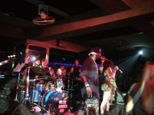 Выступление артистов в ночном клубе в Паттайе на Walking Street