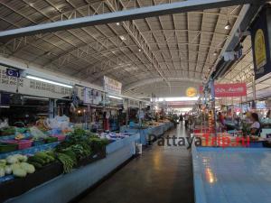 Рынок на Джомтьене на Второй улице