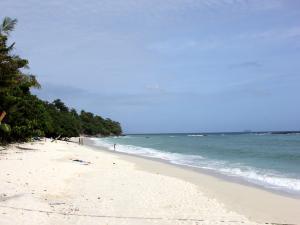 Пляж Лонг Бич - одна из остановок в экскурсии по островам Пхи Пхи