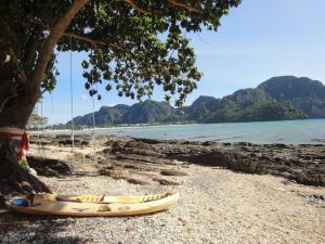 Пляжи к востоку от Loh Dalum на Пхи-Пхи