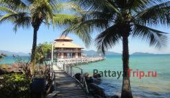 Пирс у отеля Koh Wai Pakarang Resort